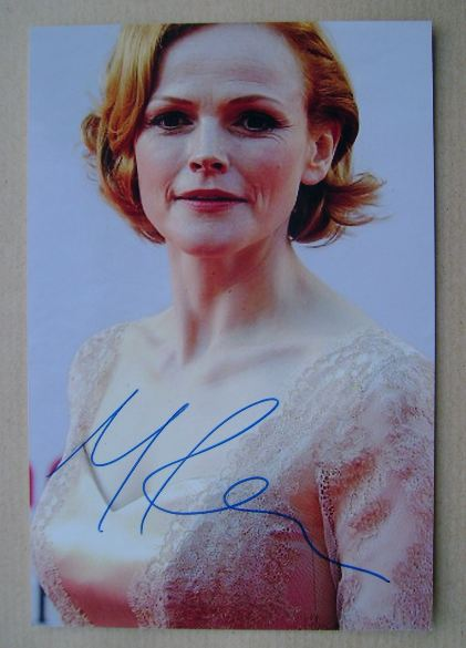 Maxine Peake autograph (hand-signed photograph)