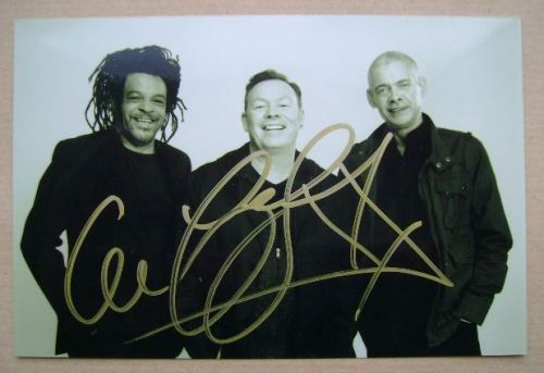 Ali Campbell autograph