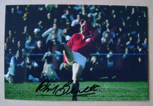 Phil Bennett autograph