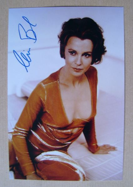 Claire Bloom autograph (hand-signed photograph)