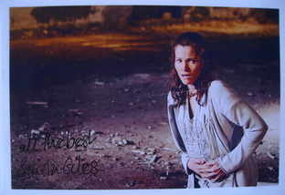 Selina Giles autograph
