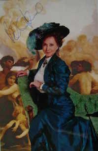 Felicity Kendal autograph (hand-signed photograph)