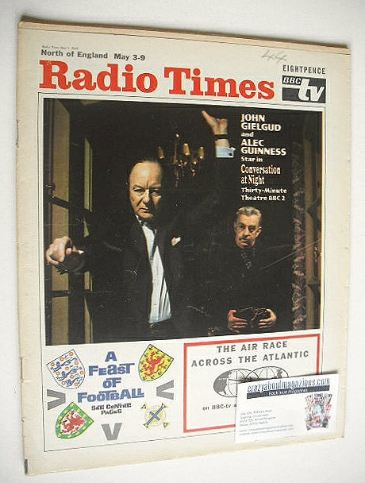 <!--1969-05-03-->Radio Times magazine - John Gielgud and Alec Guinness cove