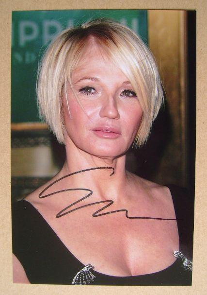 Ellen Barkin autograph (hand-signed photograph)