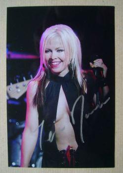 Terri Nunn autograph
