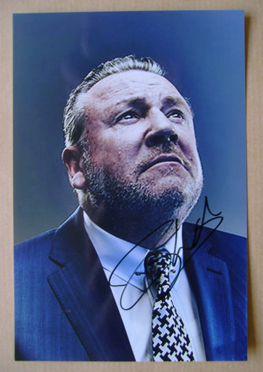 Ray Winstone autograph (hand-signed photograph)