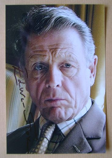 Edward Fox autograph (hand-signed photograph)