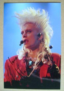 Alannah Currie autograph