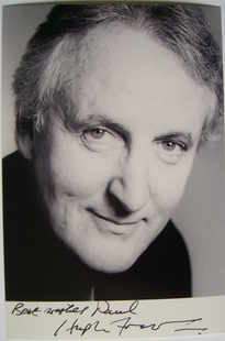 Hugh Fraser autograph