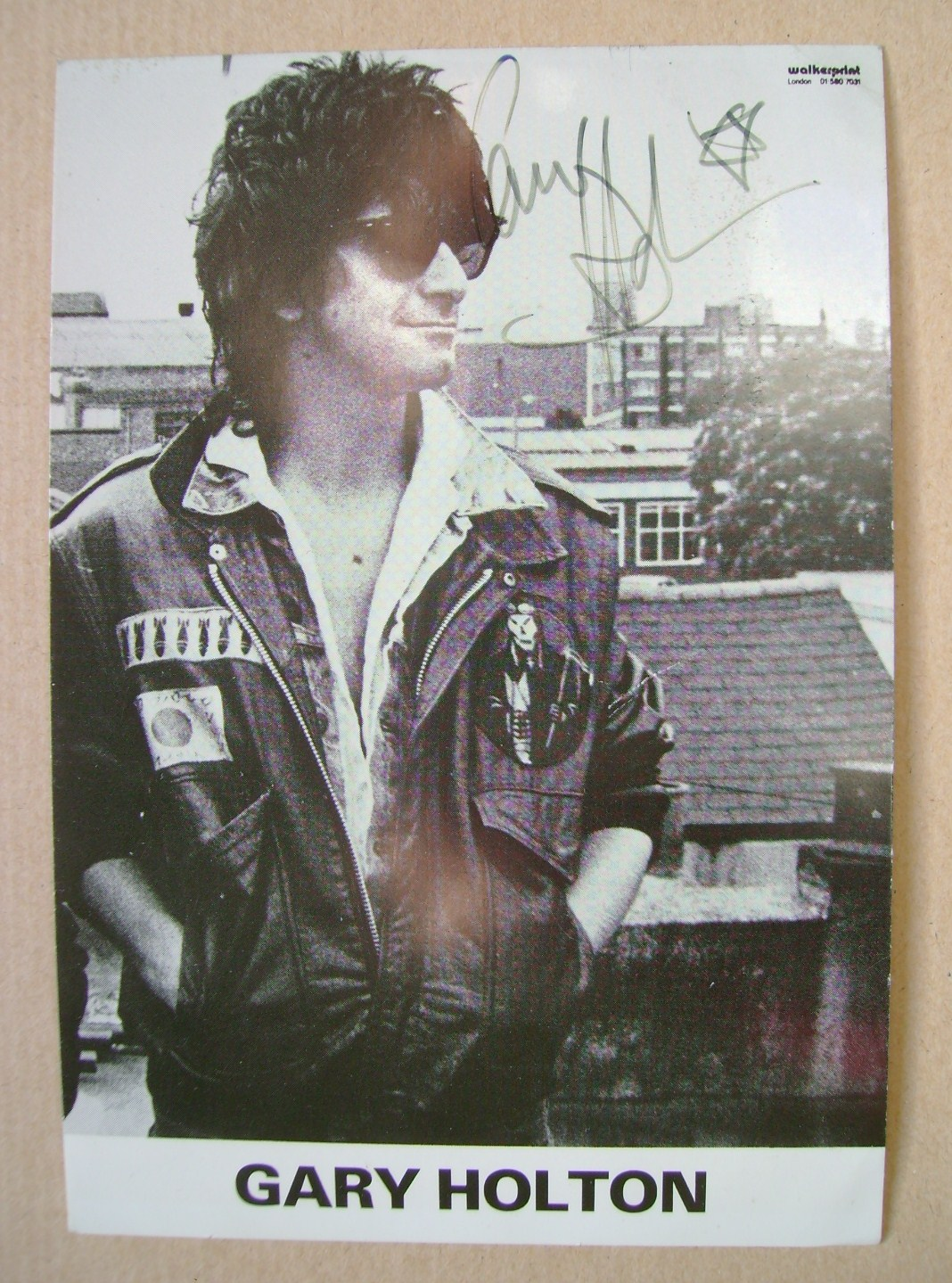 Gary Holton autograph (hand-signed photograph)