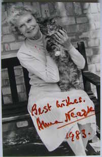 Anna Neagle autograph (hand-signed photograph)