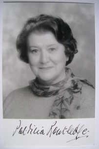 Patricia Routledge autograph