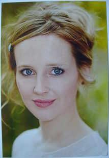 Jessica Hall autograph