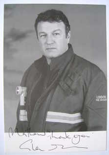 Glen Murphy autograph (hand-signed photograph, dedicated)