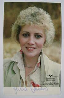 Julia Chambers autograph