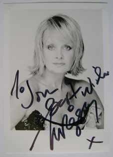 Twiggy autograph