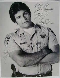 Erik Estrada autograph (hand-signed photograph)