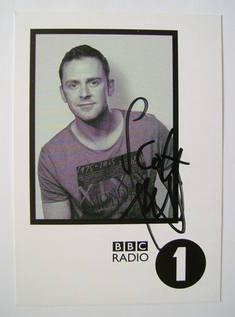 Scott Mills autograph
