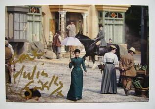 Julia Sawalha autograph