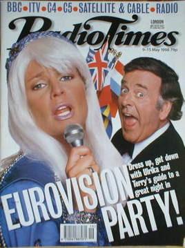 <!--1998-05-09-->Radio Times magazine - Ulrika Jonsson and Terry Wogan cove