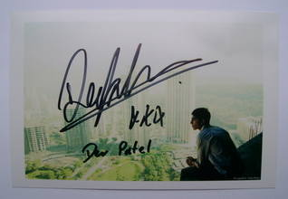 Dev Patel autograph (hand-signed photograph)