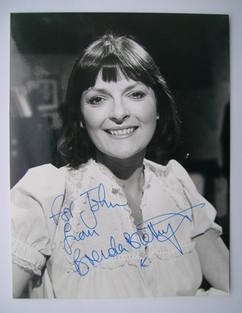 Brenda Blethyn autograph (hand-signed photograph, dedicated)