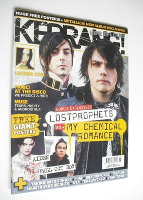 <!--2006-04-15-->Kerrang magazine - Ian Watkins and Gerard Way cover (15 Ap