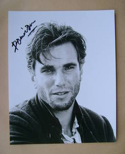Daniel Day-Lewis autograph (hand-signed photograph)