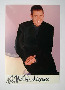 Dale Winton autograph (hand-signed photograph)