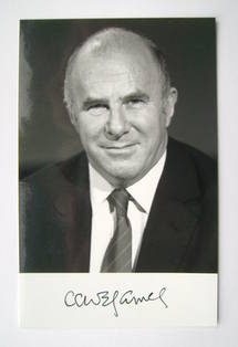 Clive James autograph (hand-signed photograph)