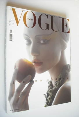 <!--2005-04-->Vogue Italia magazine - April 2005 - Gemma Ward cover