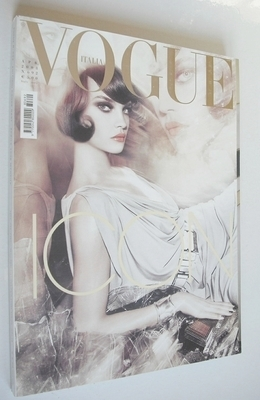 <!--2008-04-->Vogue Italia magazine - April 2008 - Natalia Vodianova cover