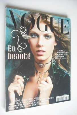 <!--2002-11-->French Paris Vogue magazine - November 2002 - Angela Lindvall