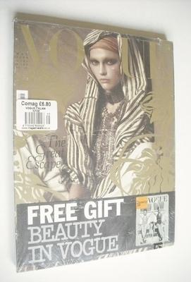 <!--2009-05-->Vogue Italia magazine - May 2009 - Sasha Pivovarova cover