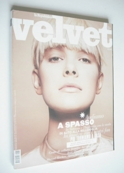 Velvet magazine - Dewi Driegen cover (May 2009 - Issue 30)
