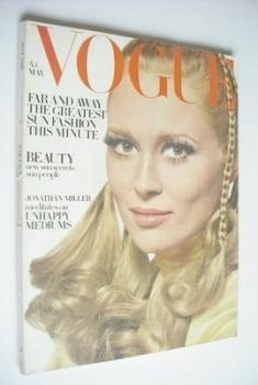British Vogue magazine - May 1968 - Faye Dunaway cover