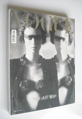 <!--2005-10-->Vogue Italia magazine - October 2005 - Karen Elson cover