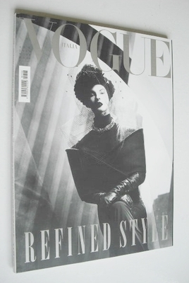 <!--2009-08-->Vogue Italia magazine - August 2009 - Linda Evangelista cover