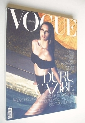 <!--2010-05-->Vogue Turkey magazine - May 2010 - Elise Crombez cover