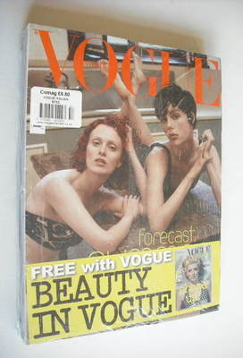 <!--2013-05-->Vogue Italia magazine - May 2013 - Karen Elson and Edie Campb
