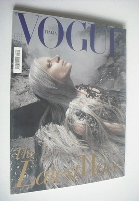 <!--2010-08-->Vogue Italia magazine - August 2010 - Kristen McMenamy cover