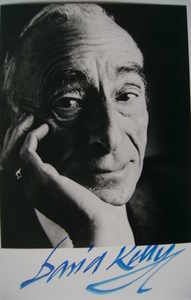 David Kelly autograph (hand-signed photograph)