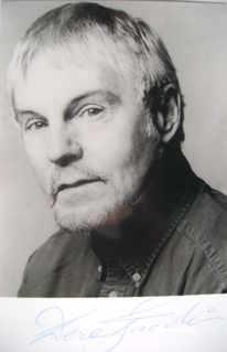Derek Jacobi autograph (hand-signed photograph)