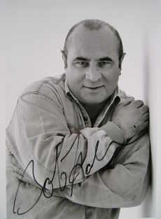 Bob Hoskins autograph (hand-signed photograph)