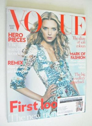 <!--2008-08-->British Vogue magazine - August 2008 - Lily Donaldson cover