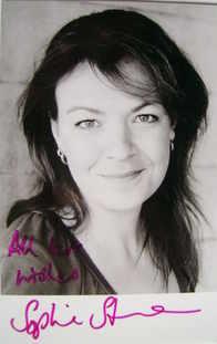 Sophie Stanton autograph