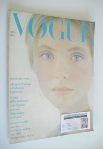 <!--1973-07-->British Vogue magazine - July 1973 - Twiggy cover
