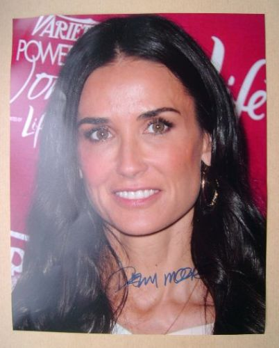 Demi Moore autograph (hand-signed photograph)