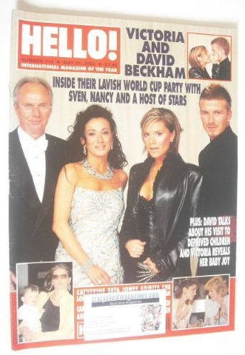 <!--2002-05-21-->Hello! magazine - Victoria and David Beckham cover (21 May