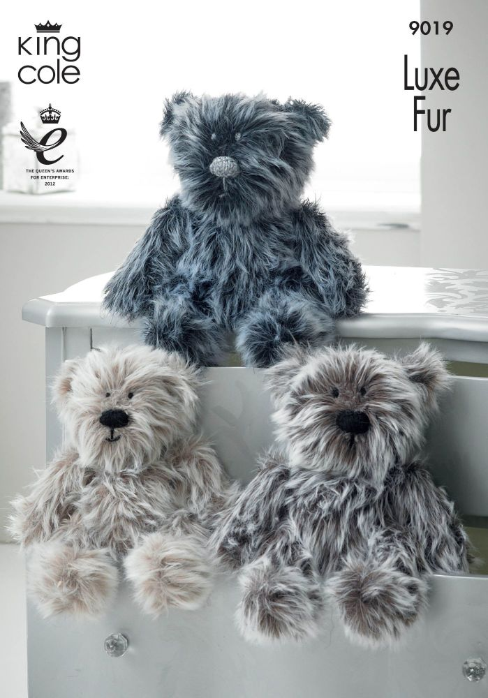 9019 Knitting Pattern - Teddy Bear in Luxe Fur